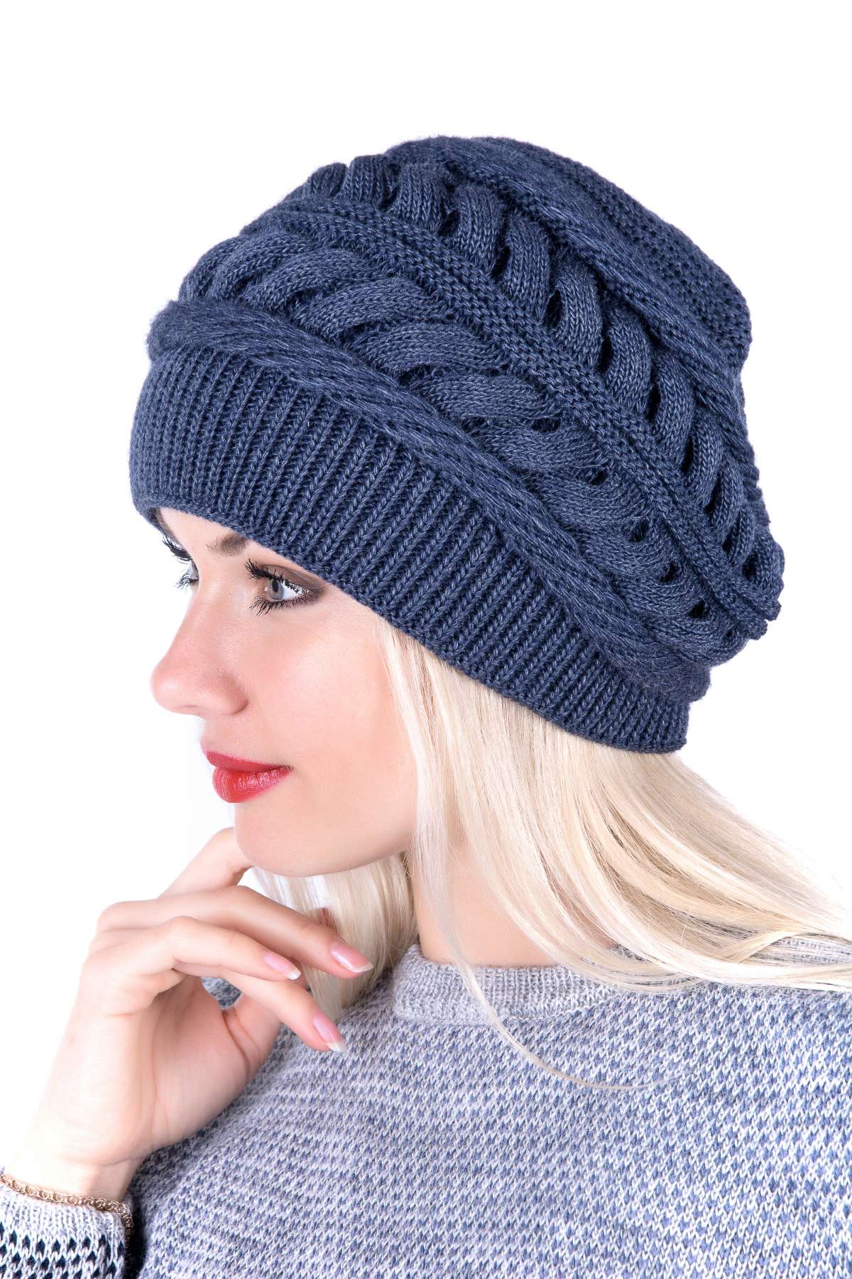 Вязание спицами для женщин модные шапки 2018 года 97